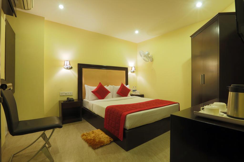 De Plaza Hotel Delhi, Rooms, Rates, Photos, Reviews, Deals